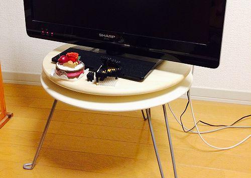 ターンテーブルと小さめテーブルで回転式テレビ台