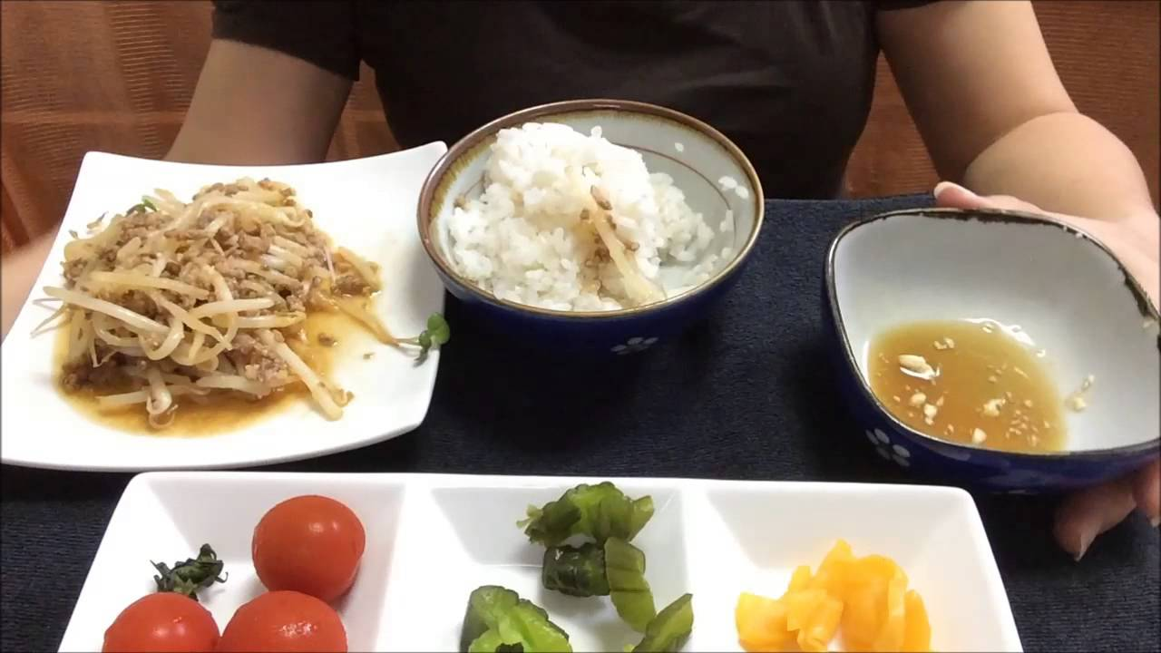 asmr 食べ動画 女飯  朝ごはん もやしとひき肉のピリ辛炒めとえだまめ豆腐食べる eating japanese food moyashi