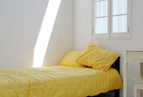 ワンルームの部屋を広く見せるベッドの置き方とは?